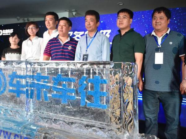 (右四)车来车往创始人兼CEO谢磊