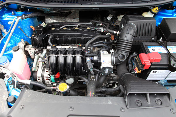锐3的发动机进气部分,也经过精心设计,经过适当延长的进气道在最后以涡管的形式向发动机配气,即起到了进气整流的作用又可以调整发动机的低速扭矩。