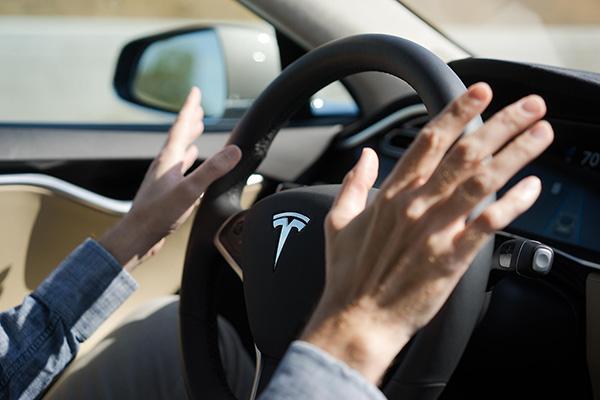 致死车祸发生后,Tesla是否需要为其背锅?
