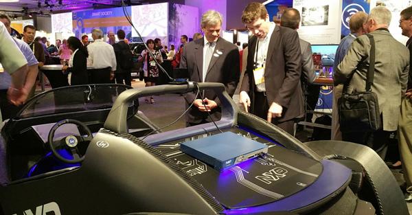 在5月16日开幕的恩智浦技术论坛上,这台由Local Motors制造的3D打印汽车上安装了恩智浦的BlueBox自动驾驶计算平台