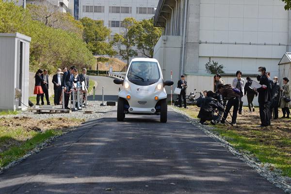 日本科研党研究边开车边充电,虽然车速只有10km/h