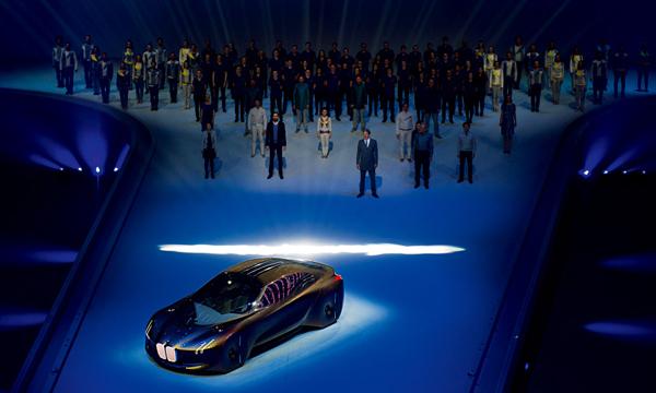 """2016年3月,宝马在德国慕尼黑庆祝自己的100周岁生日。它给自己的礼物是一款""""代表下个100年""""的概念车。"""