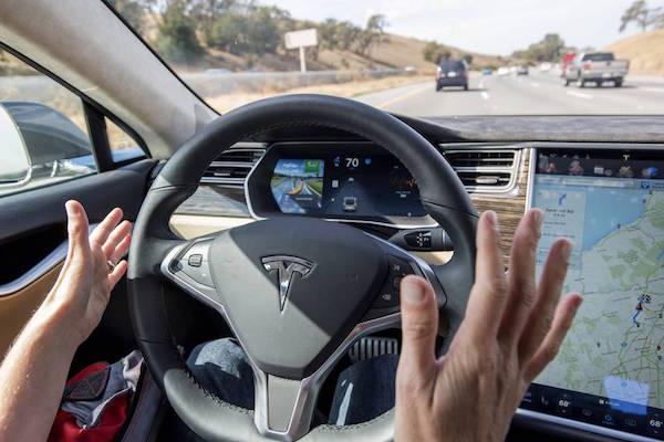 特斯拉AutoPilot功能受限,新增自动泊车