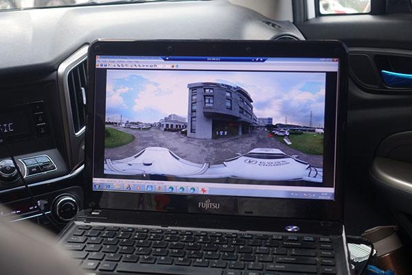 三台单反摄像机拍摄图片拼接成的全景图