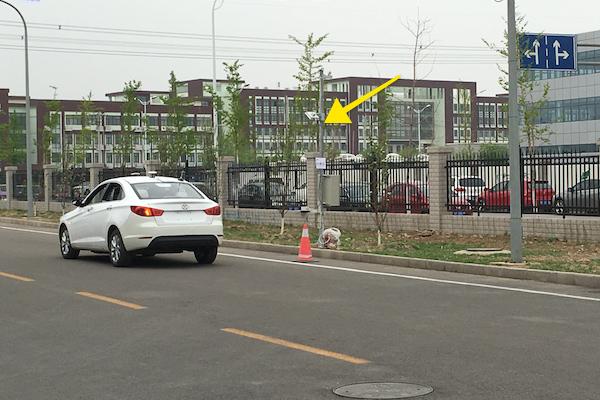 北汽自动驾驶车与路边通讯设施