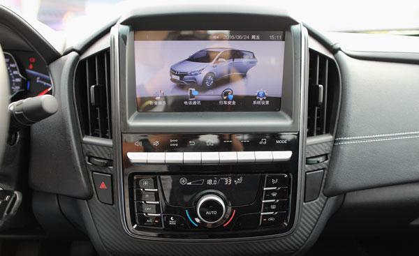 锐3车内的显示屏反光比较严重
