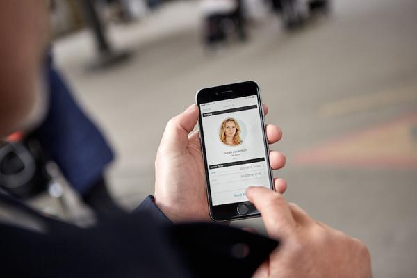 2.-通过手机app分享沃尔沃汽车给他人使用.jpg
