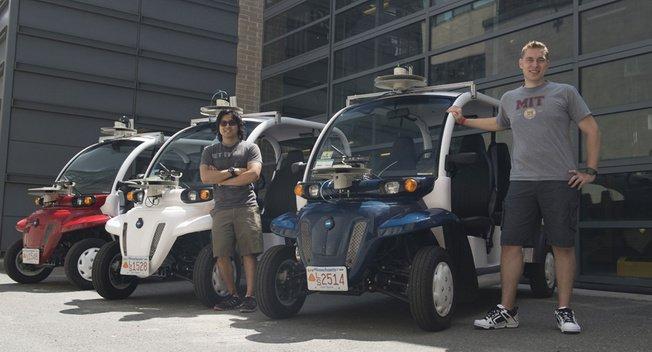 安装激光雷达的小型电动测试车