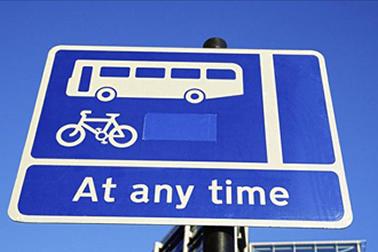 蹬自行车的汽车自媒体人