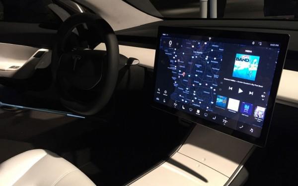 特斯拉Model 3车型取消了仪表盘