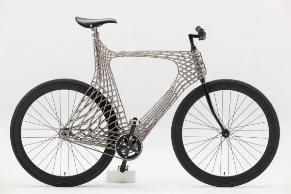 荷兰大学生打造世界第一辆3D打印不锈钢自行车
