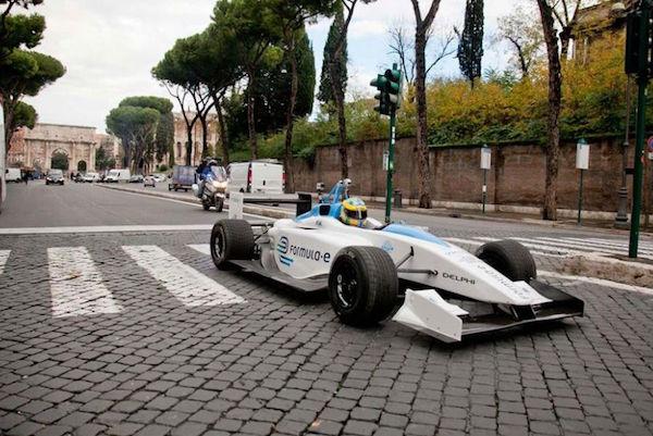 明年十月,你就能去Formula E看一场无人驾驶电动车比赛了