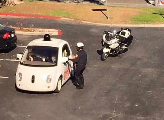 """谷歌最新自动驾驶报告:首度回应""""交警拦截门""""事件"""