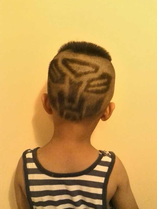 泰格给儿子剪得帅气的发型