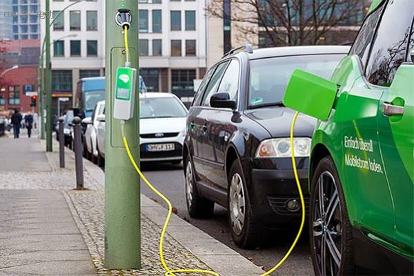 Ubitricity利用柏林路灯做充电桩
